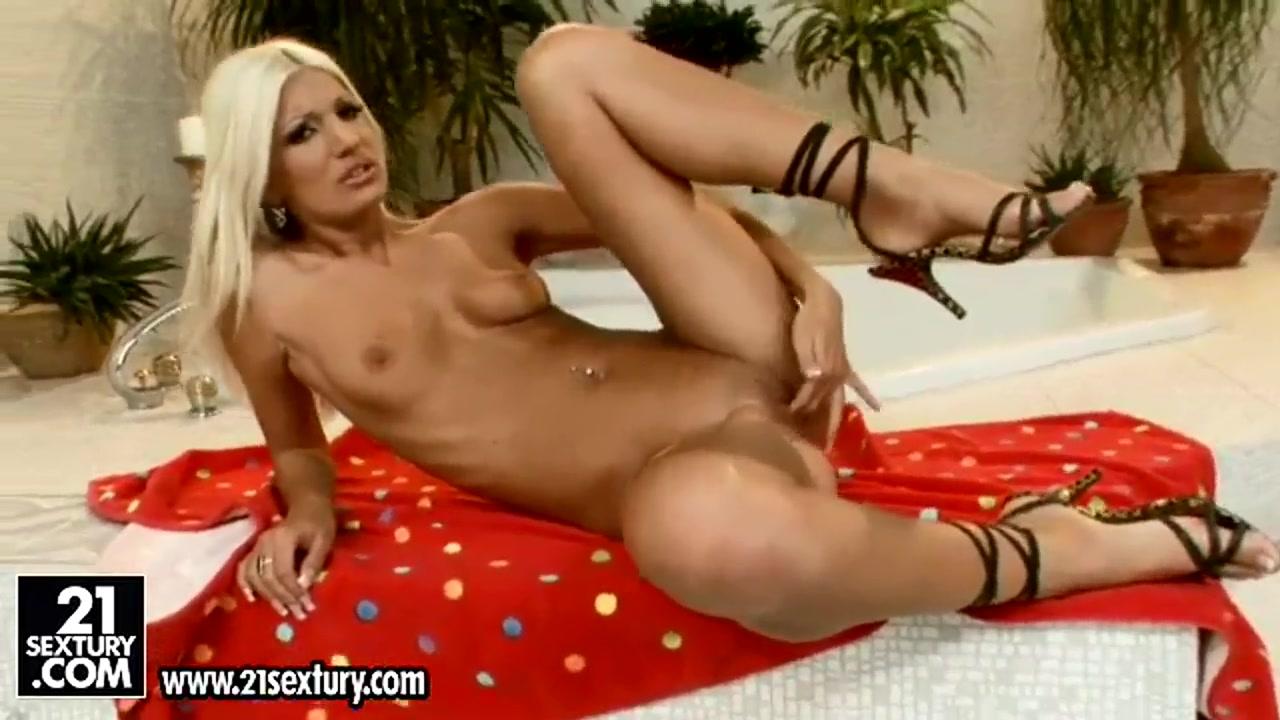 Lovely Lesbian Munch Pussy XXX Video