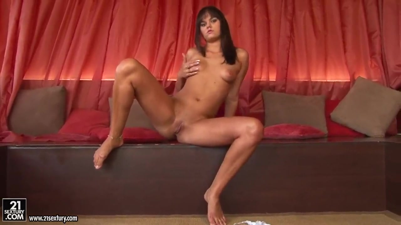 Hot brunette milf solo Quality porn