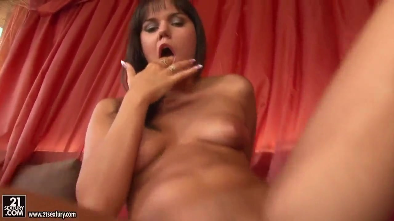 Lovely Rosee doing some fisting on her horny and naughty pussy what is forty beads method