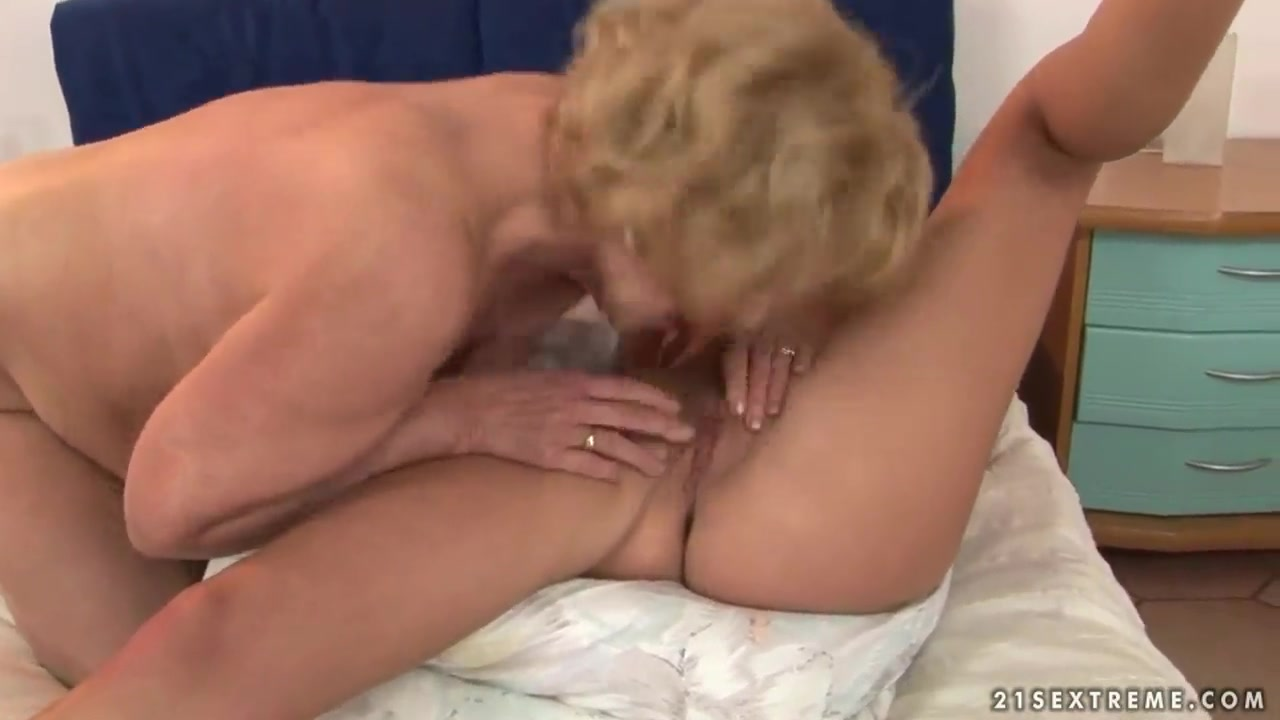 Tender shaved pussy posing naked at home Hot Nude