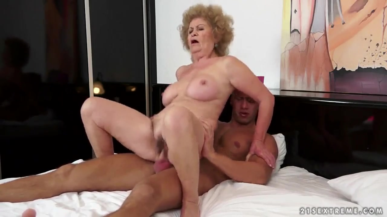Mature busty wife in the bath Best porno