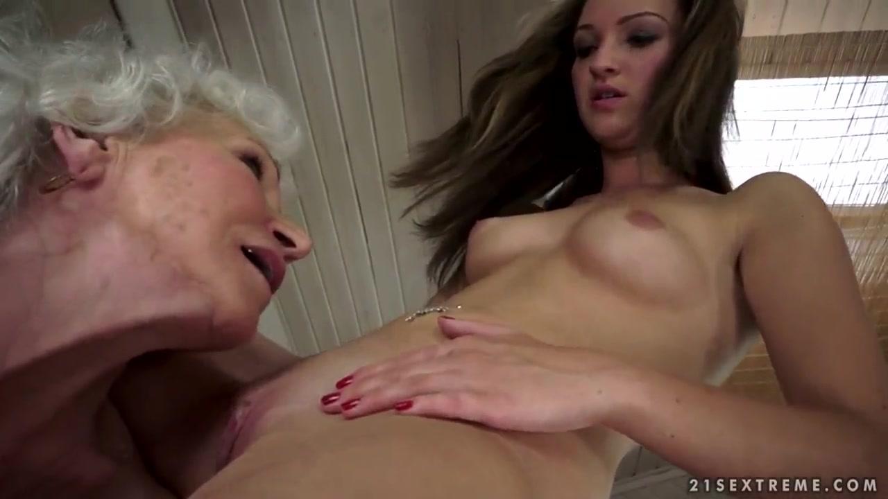 Homemade Public orgasm lesbian