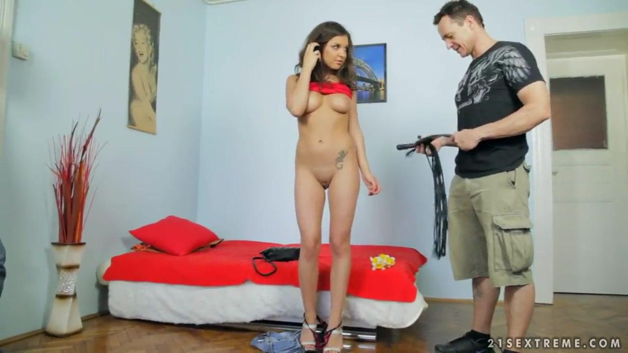 Pron Pictures Nikki capone explores her hot mature body