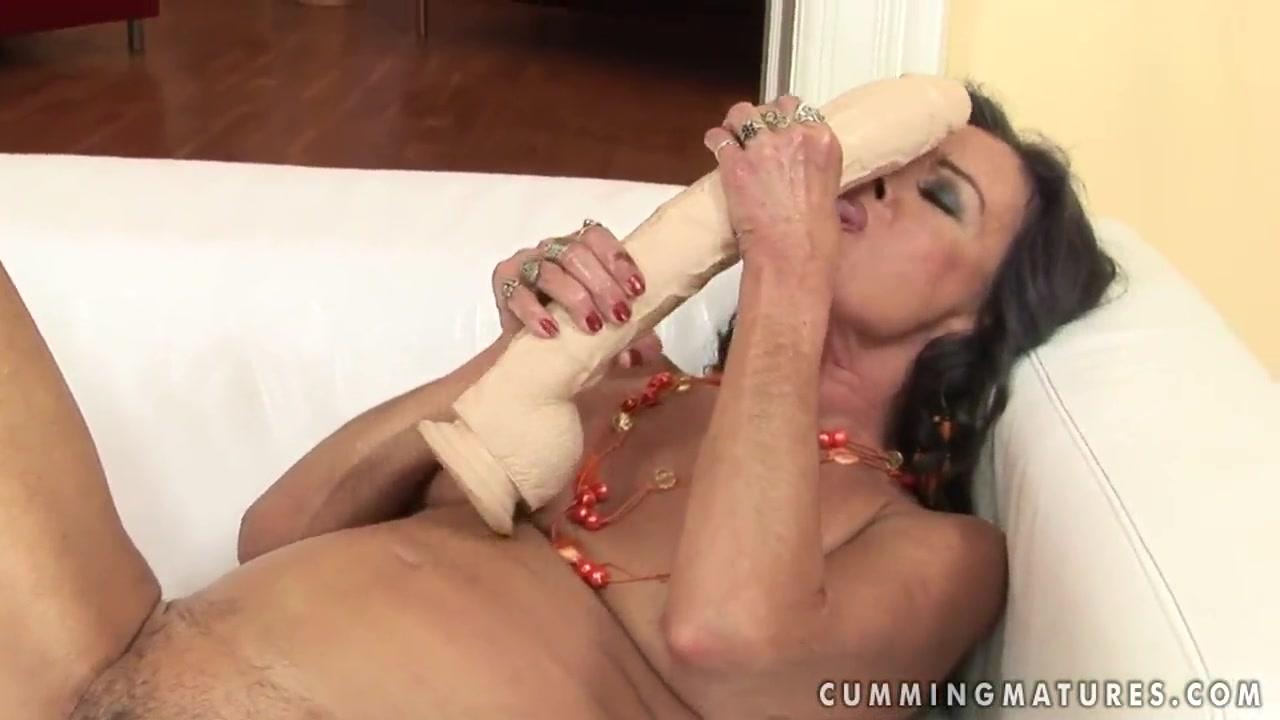 Lesbain fuckin masturbation pornstar