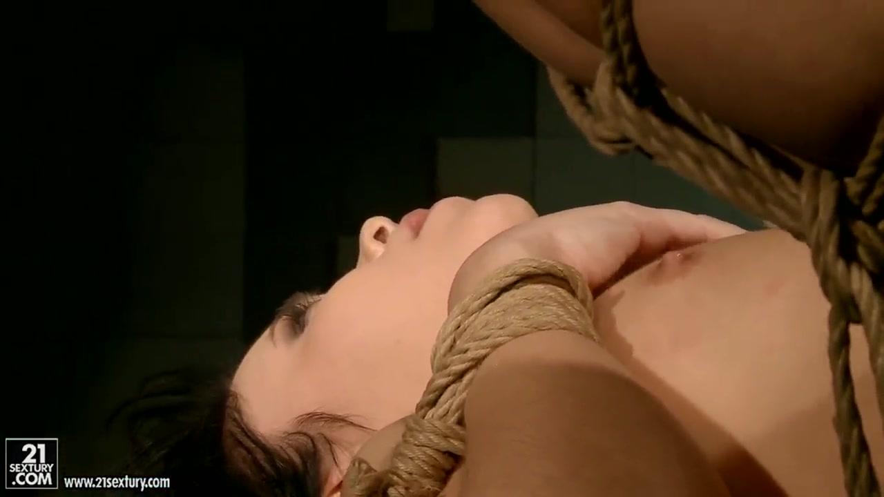 Nude brunette in tree Naked FuckBook