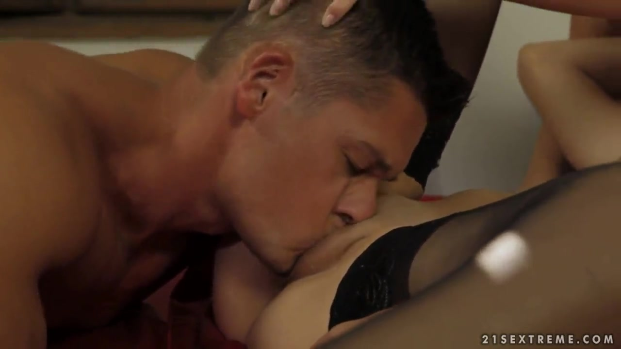 Naked xXx Sex Movie Video Free Download
