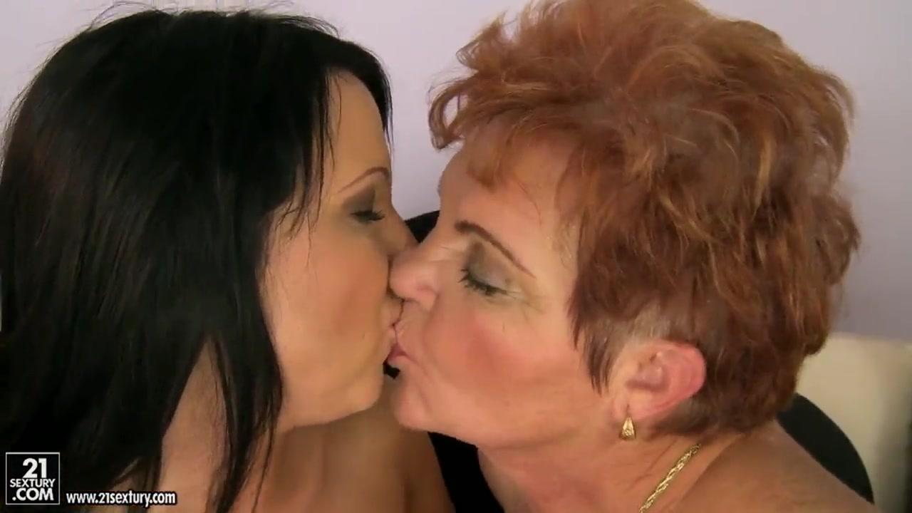 Shown Lesbiyn horny