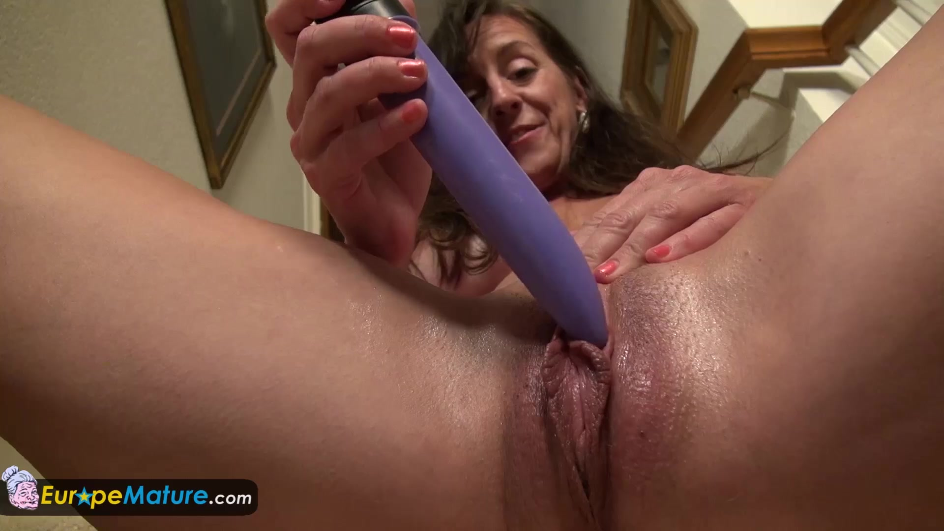 EUROPEMATURE -  Rose super hot and decides to play