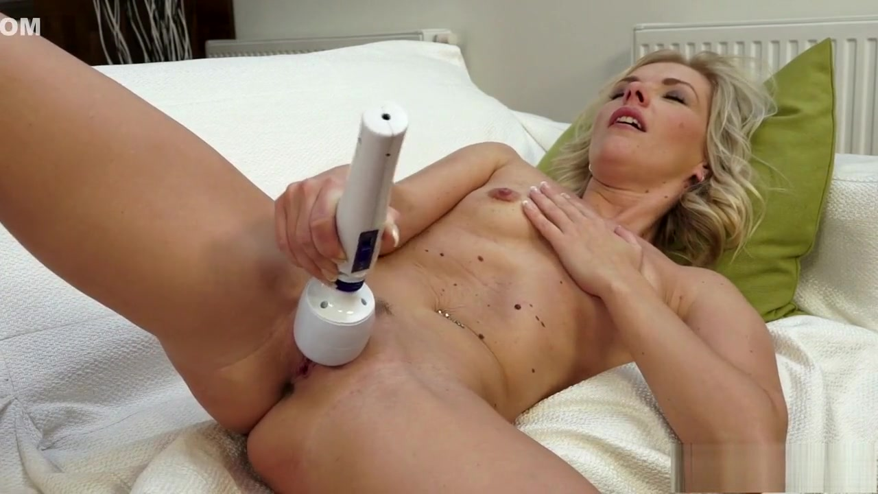 Sex lesben fuckin licking