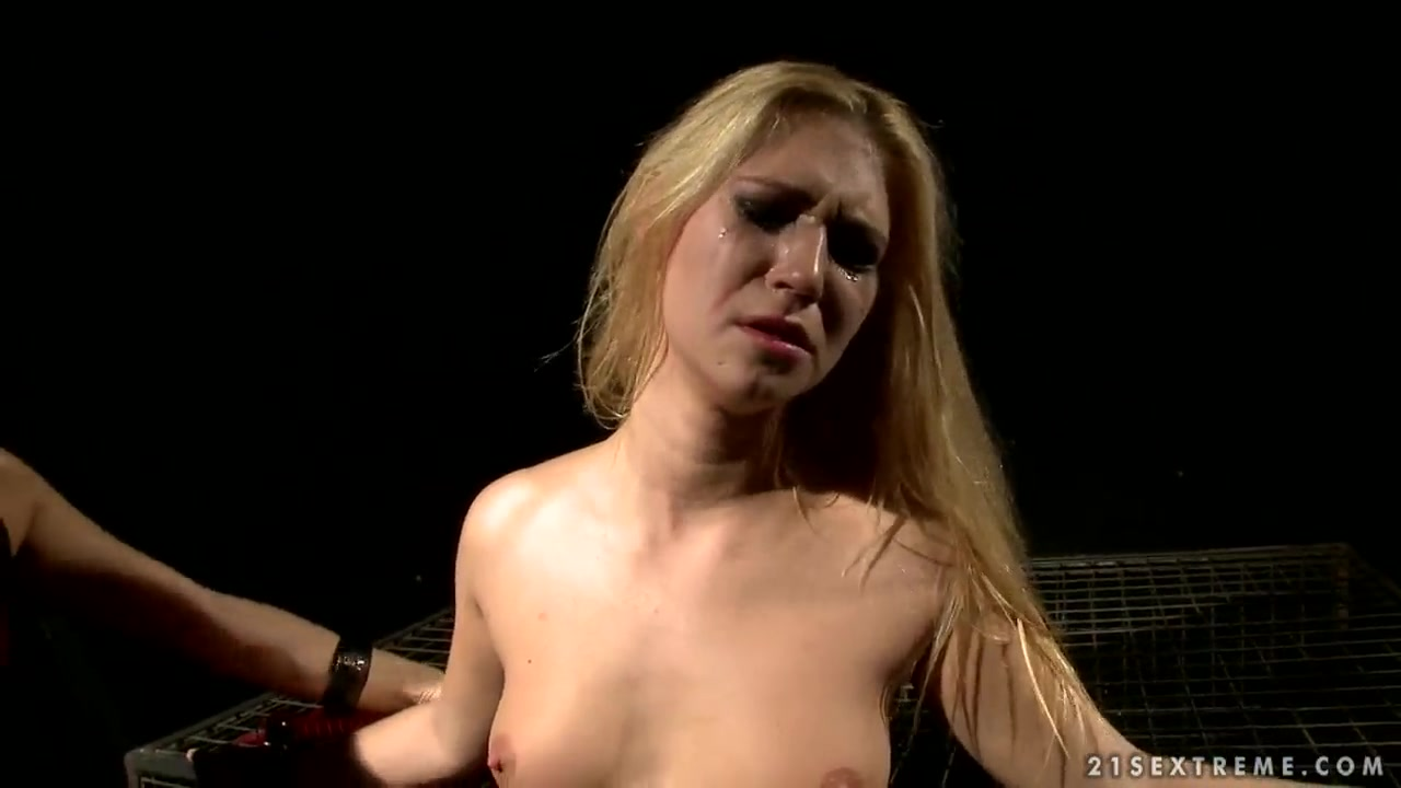 Nude gallery Squat and piss girls