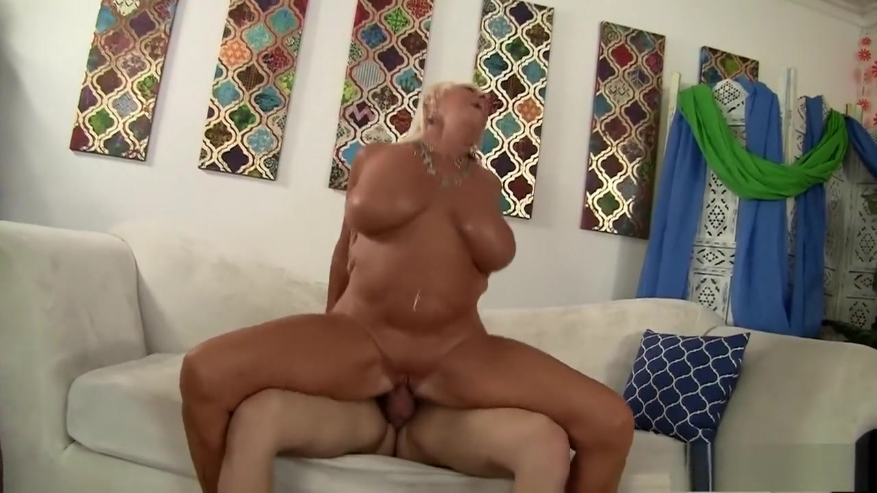 Hot assfucked amateur on casting couch xXx Pics