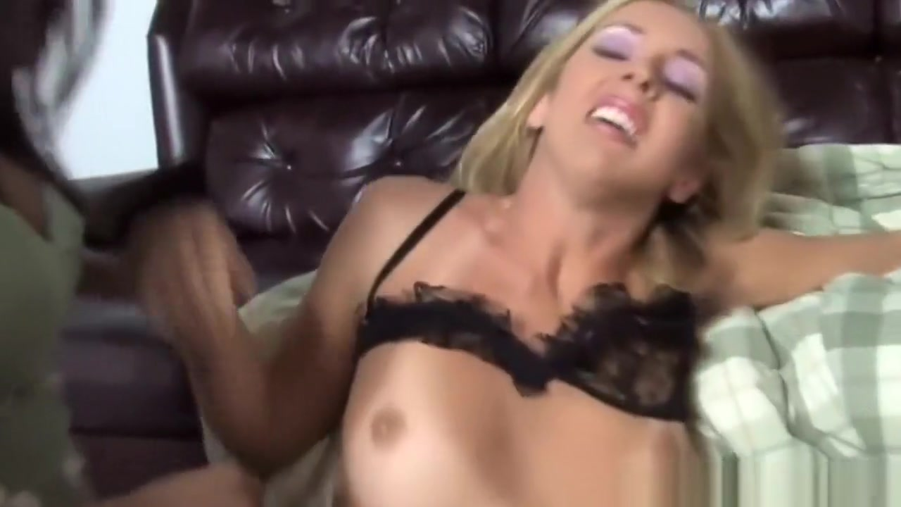 Cameltoe sex girl striptease