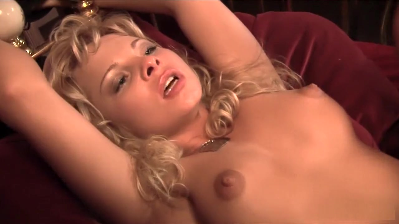 Porn pictures Girl fingering wet pussy
