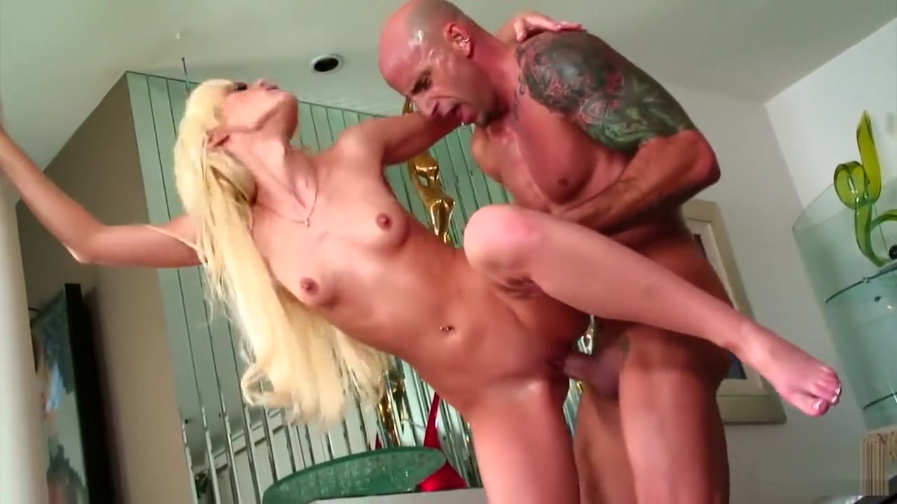Porn tube Slutty athlete gives blowjob