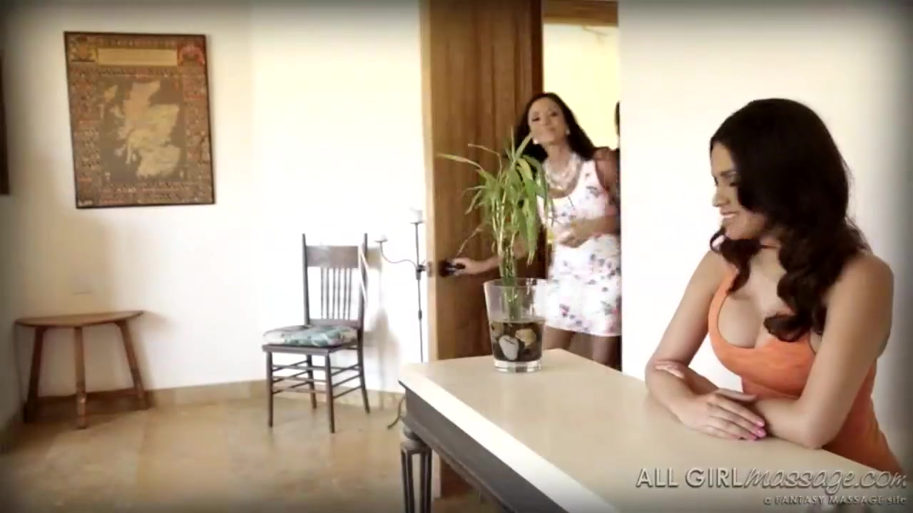 Body pics curvy porn