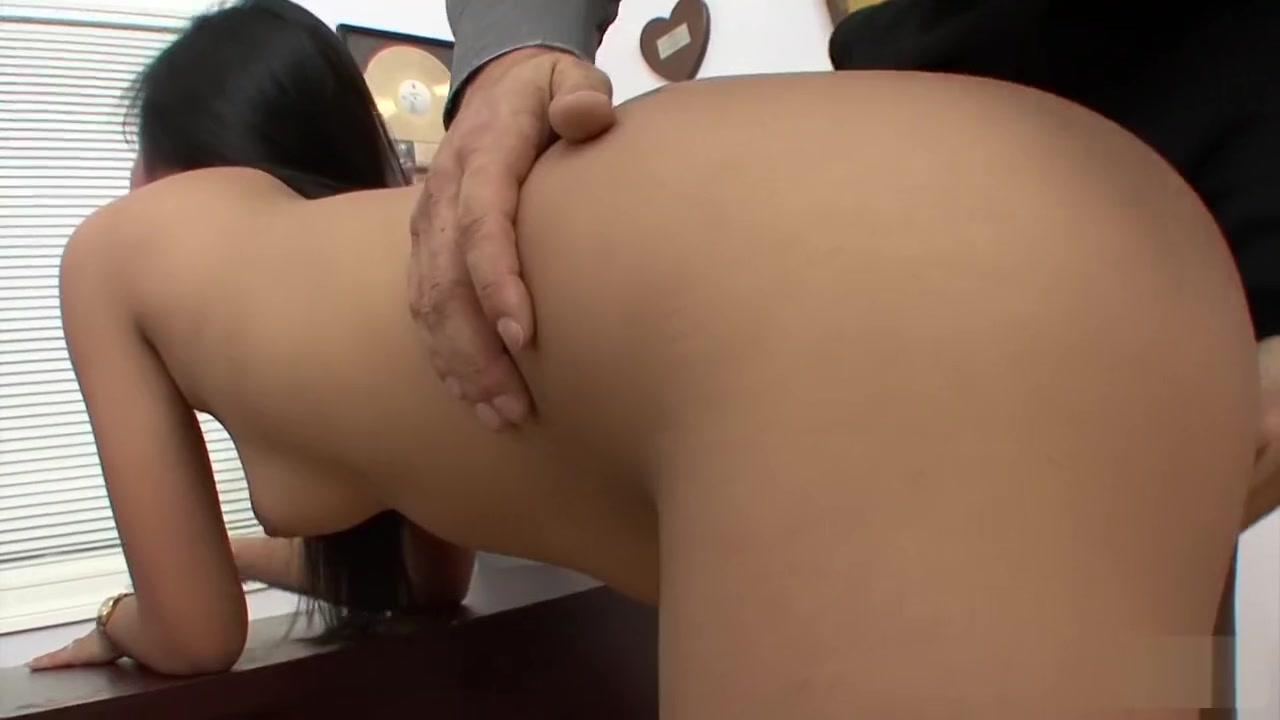 Old man fuck small girl Hot Nude gallery