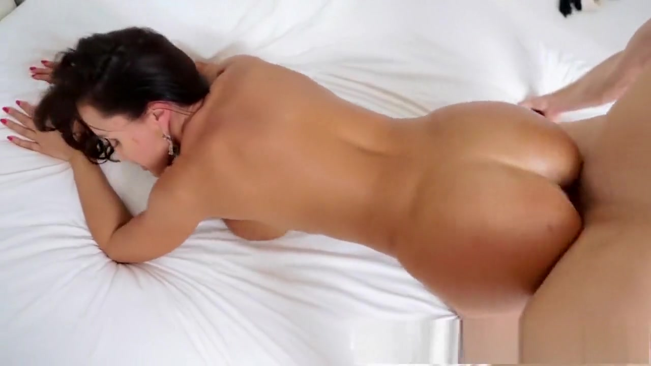 Hingst ariane dating Naked FuckBook