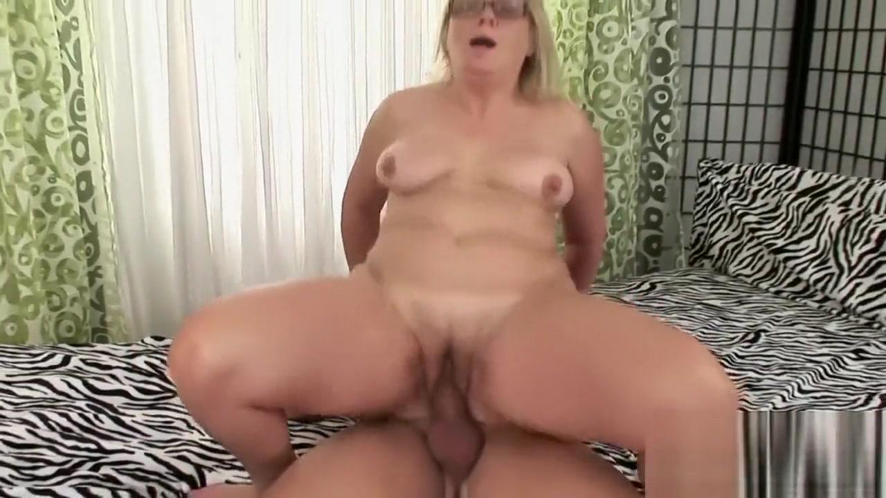 XXX pics Lesbian milf seduction rought sex
