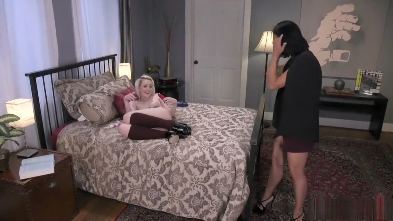 Lesbianas sexis masturbate Nurse