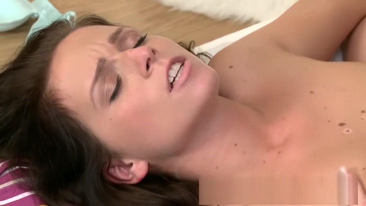 Porn Pics & Movies Chupando uma buceta peluda