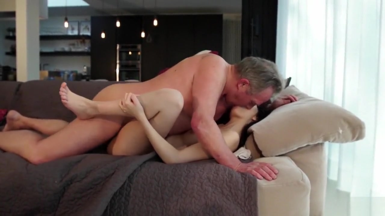 Porno photo Mature queer gives himself a footjob