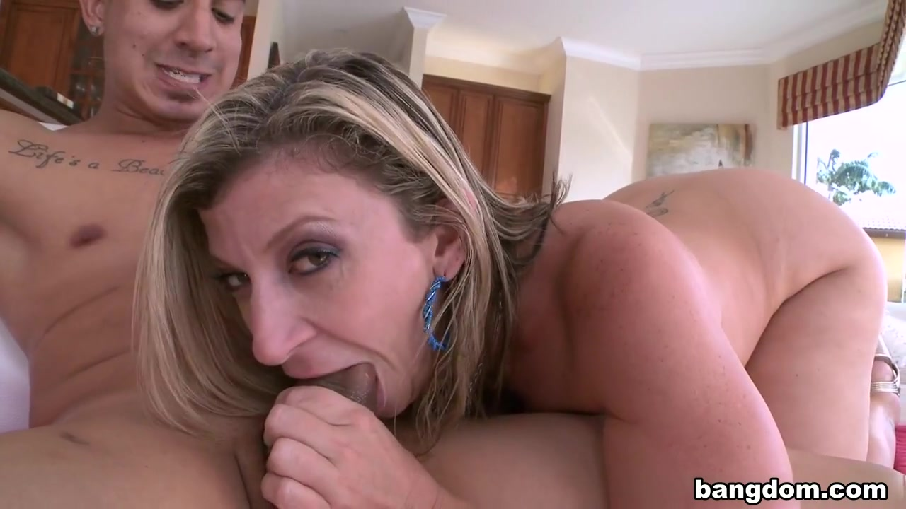 Hot xXx Pics Shemale self suck with swallow