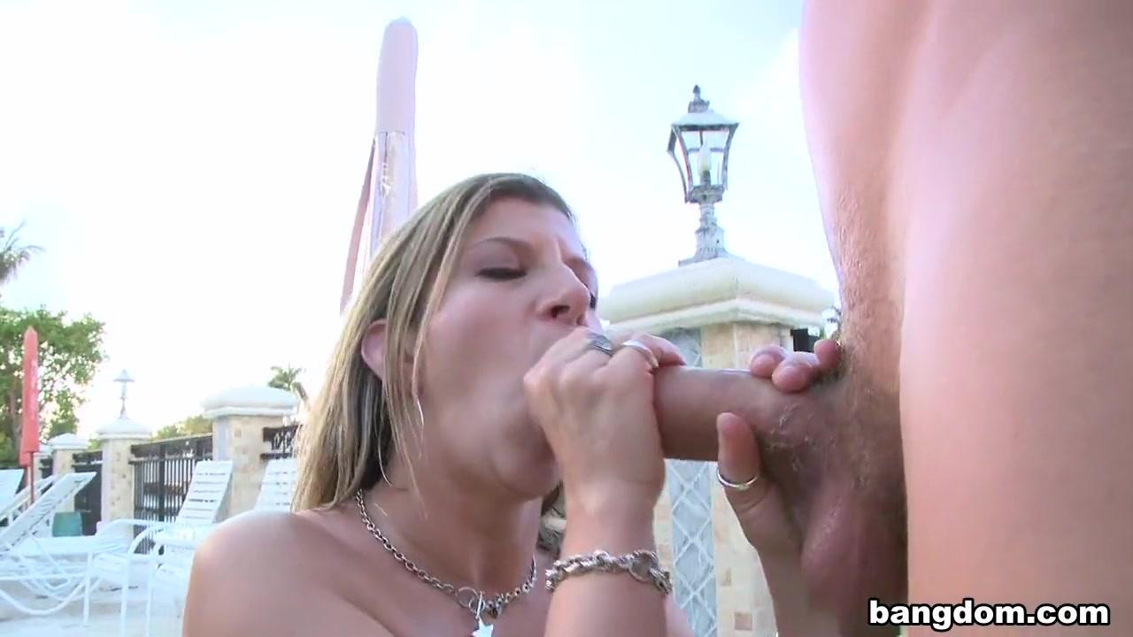 xXx Pics Ugly bbw sucking her titties