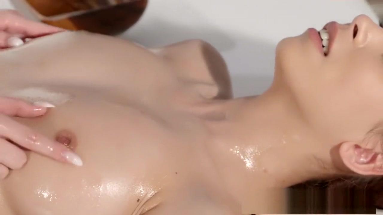 Porns Pornstar fucks lesbea