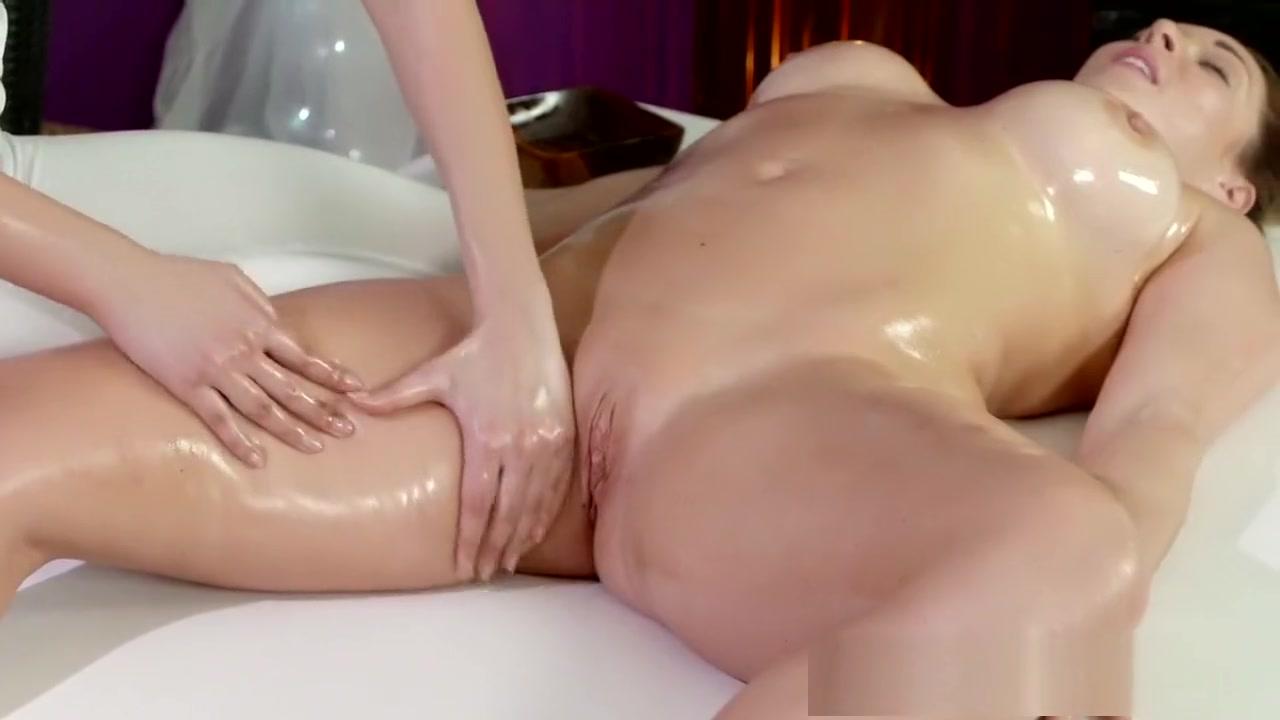 Close Old masturbation lesbien