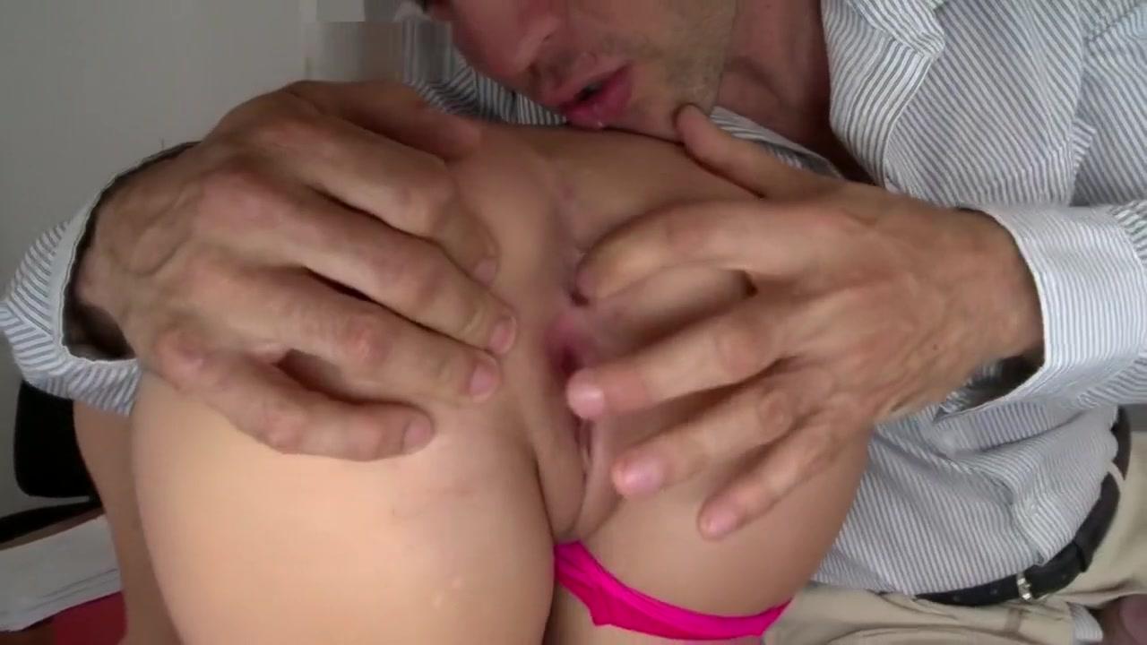 XXX Porn tube Boobs pissing
