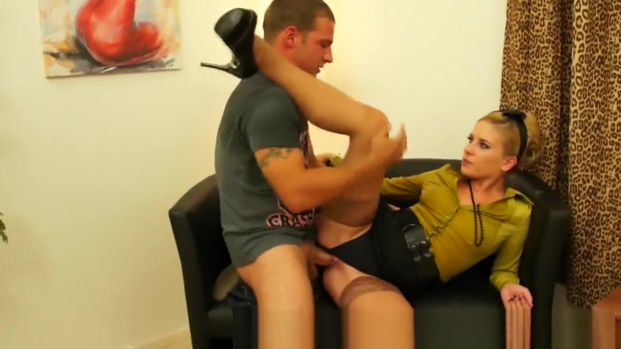 Curvy mature teasing on bed Adult Videos