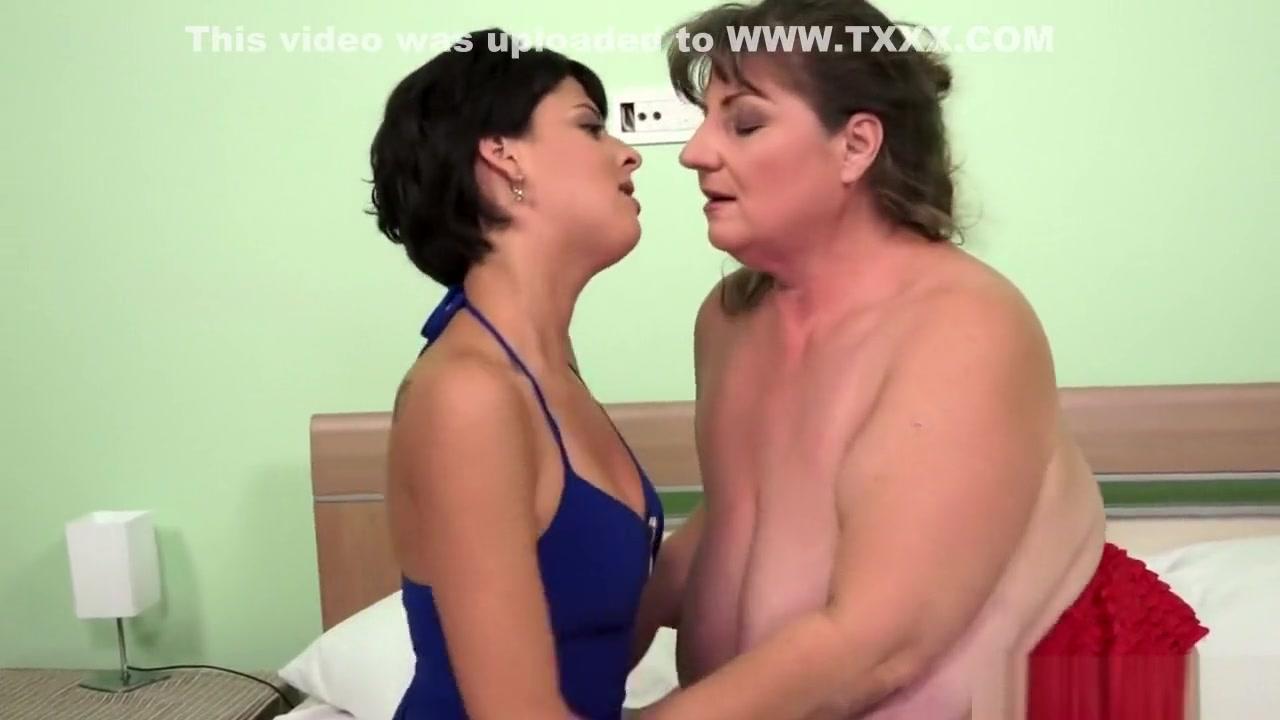 Moves nakal Lesbianas horney