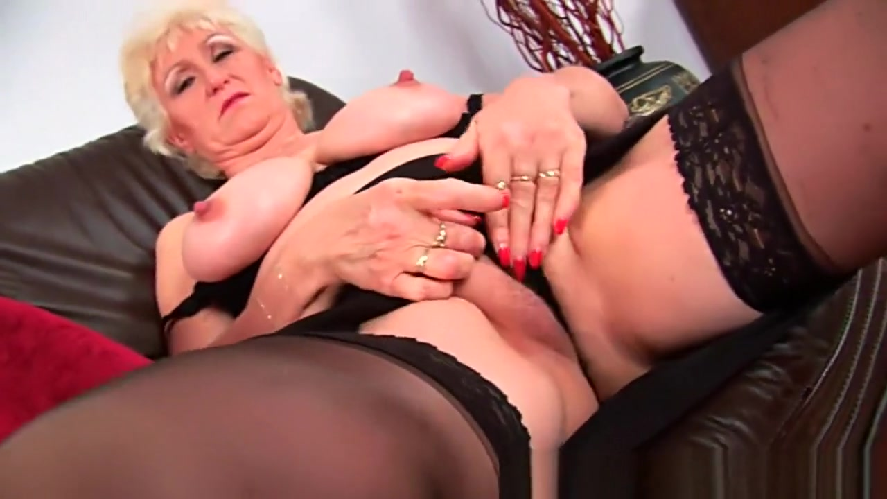 Granny with big tits finger fucks her sweet matured pussy Car Cacial