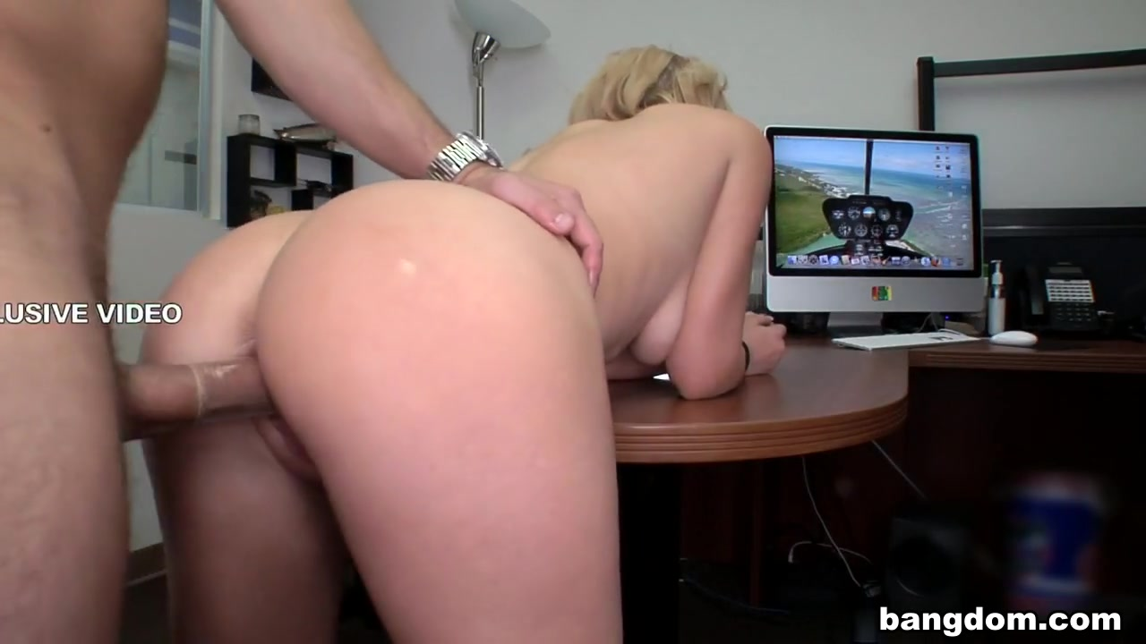 Sexy girl naked on bed XXX Porn tube