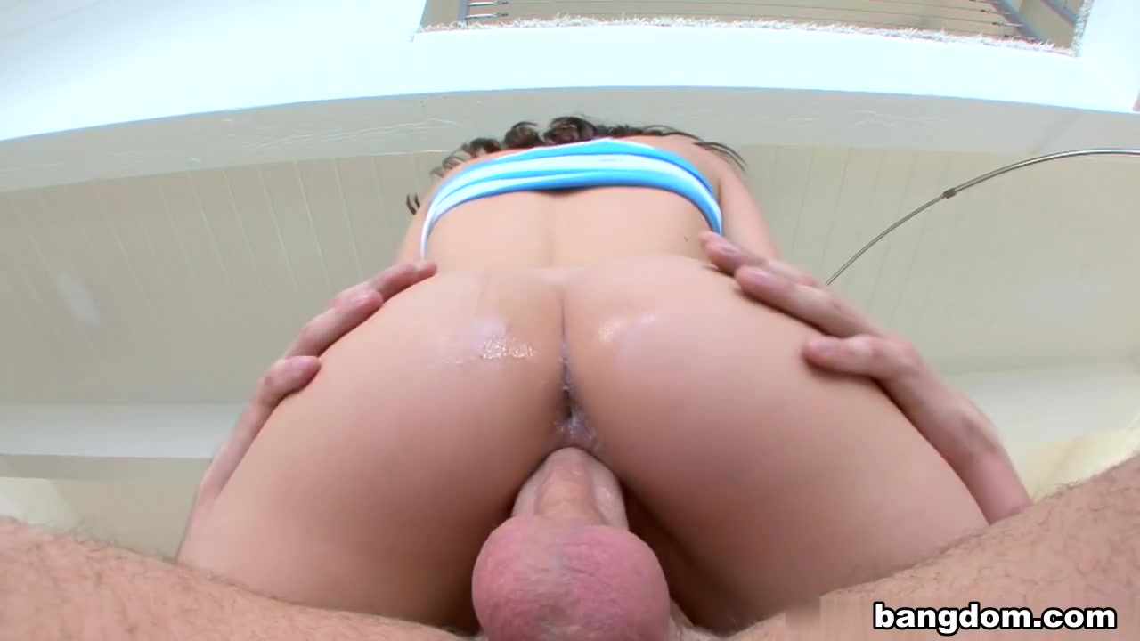 Naked Gallery Lucky hottie gets to suck a studs penis