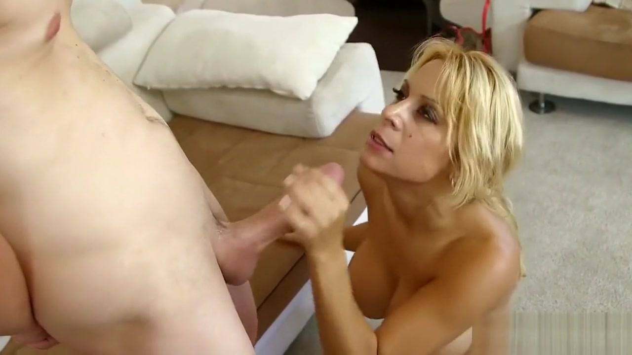 Hot Nude gallery Guy shoves dildo down his dick