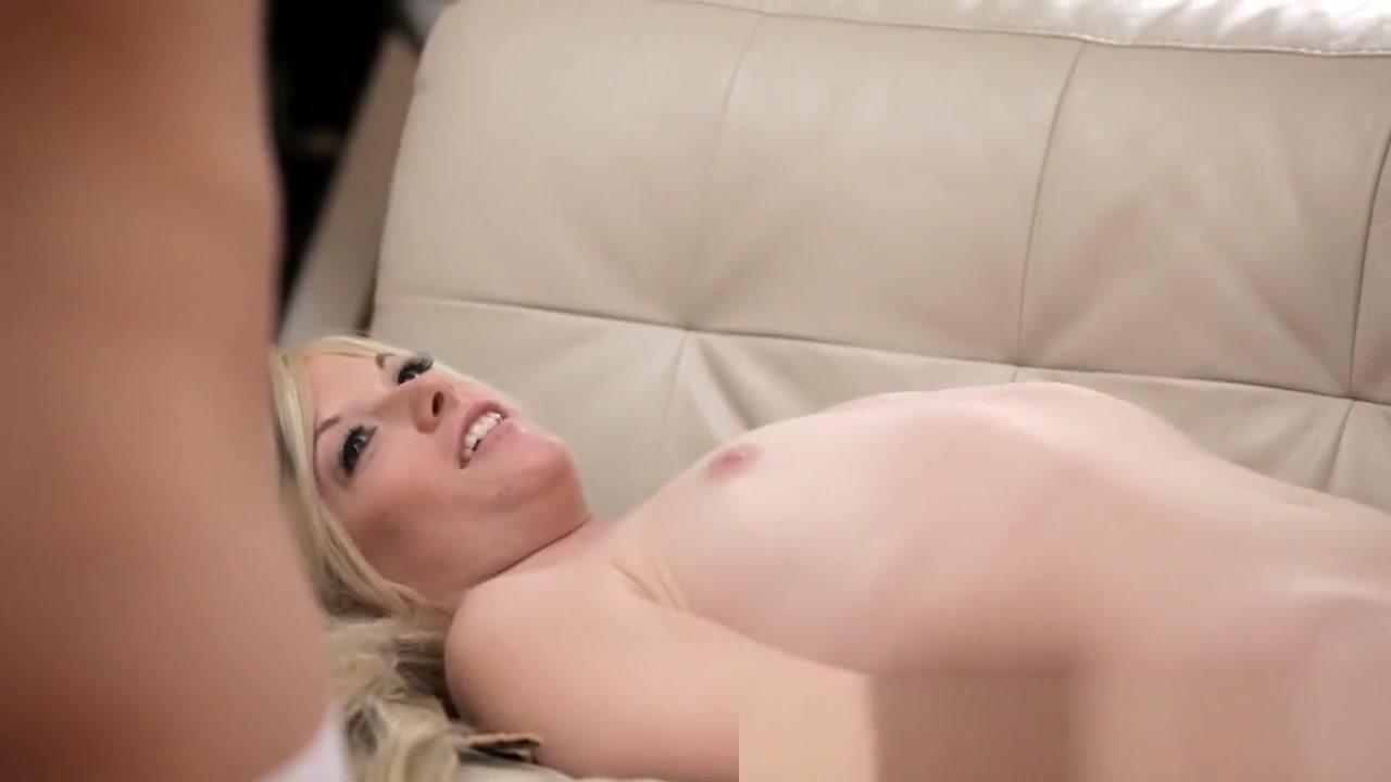Sexy Photo Brunette milf masturbating webcam