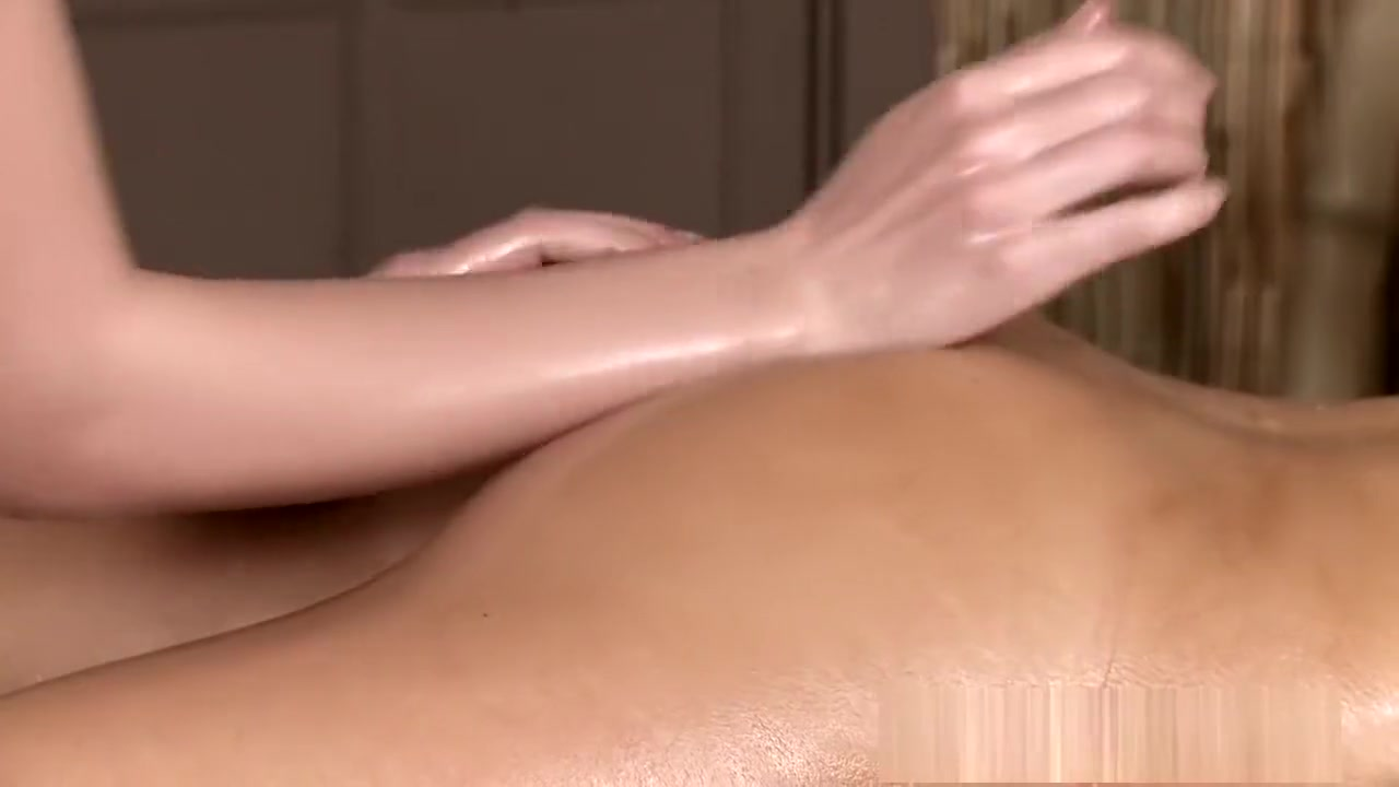 Plays her pussy shaved with Milf