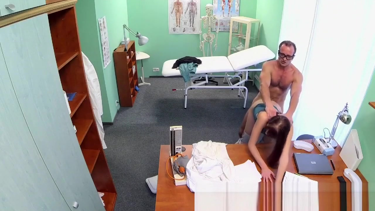 Horny sexy slim patient wants doctors cock after catching him Chatgratuit com
