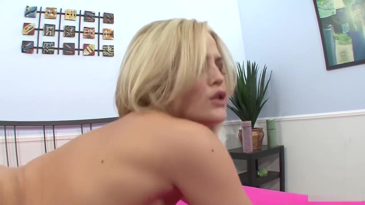 mature clit rubbing Naked FuckBook