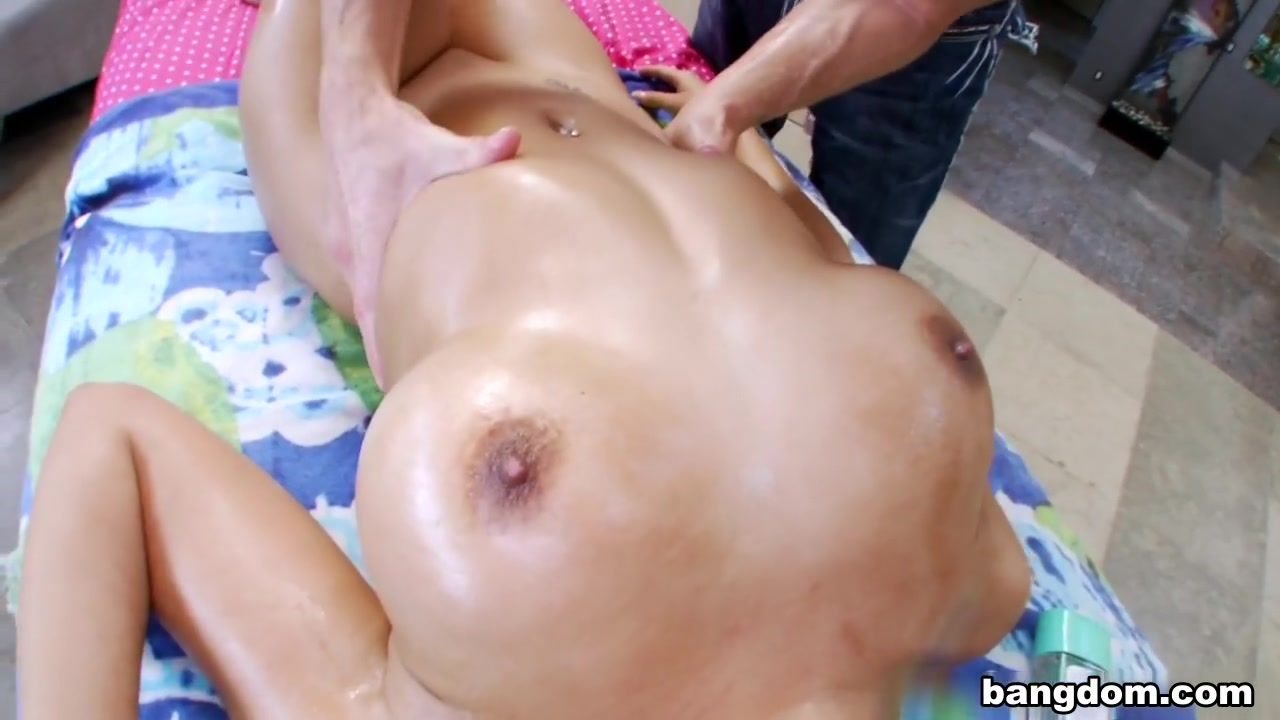 Porn Base Horny hot blonde milf fresh off vacation