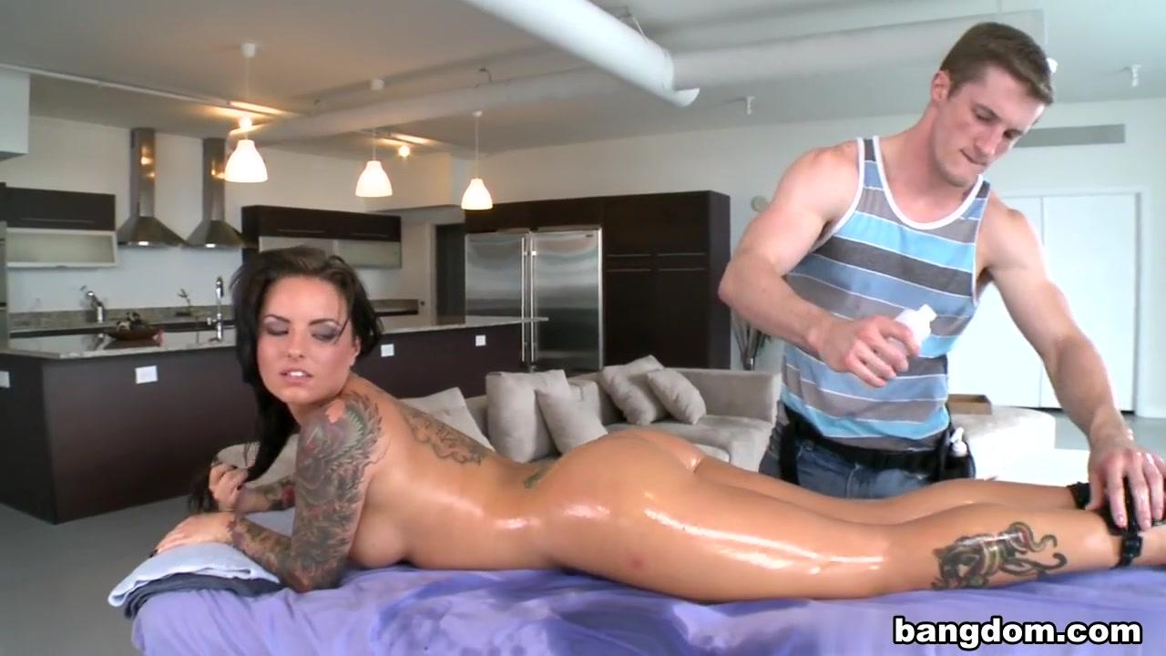 Girl fucked at the beach Porn Base