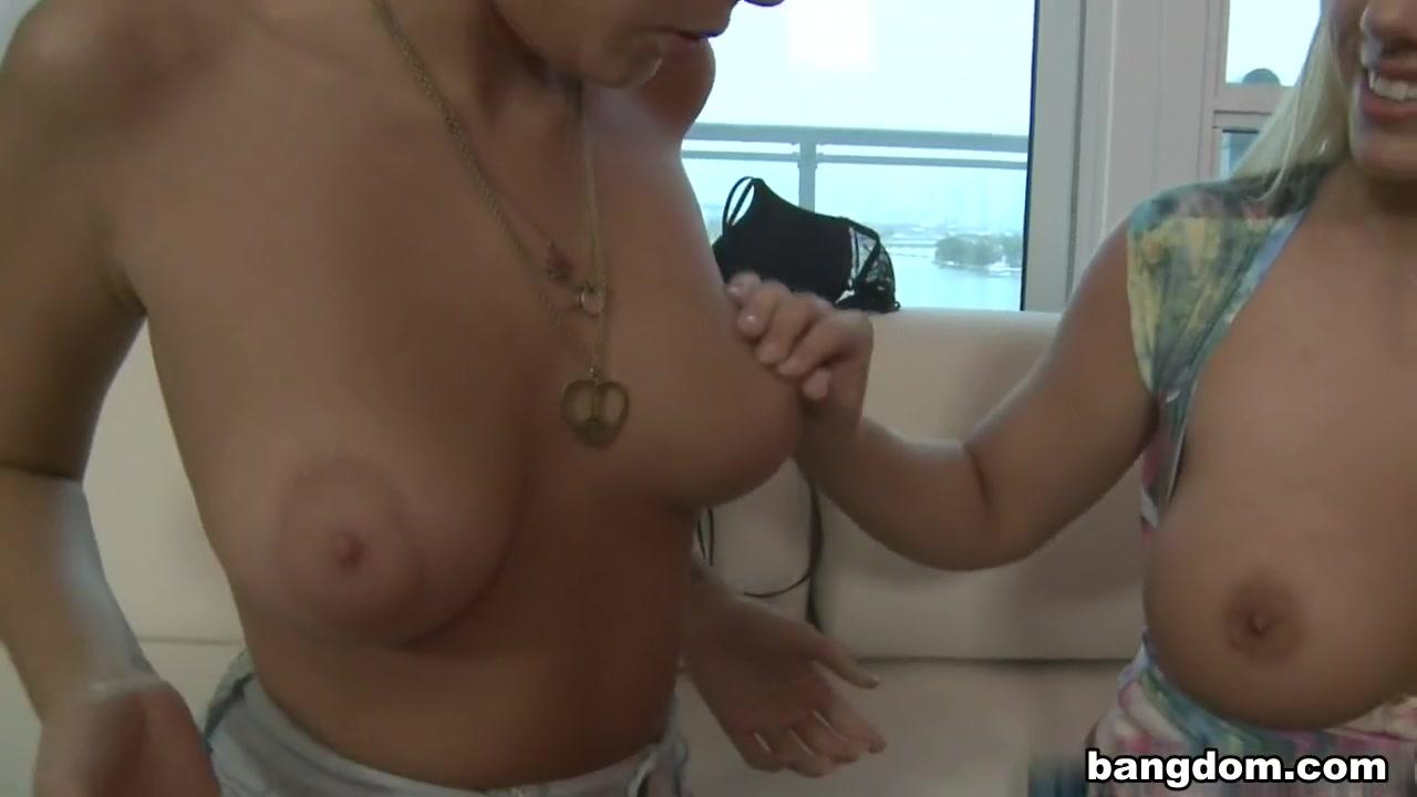 Fucks High masturbate lesbiab