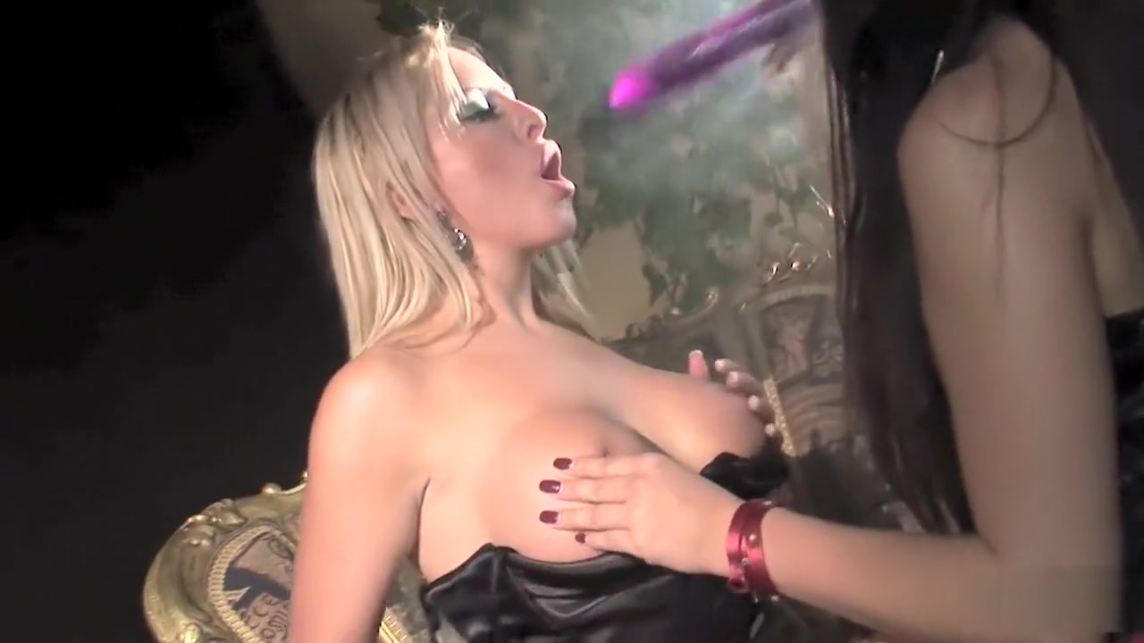 Pornb masturbatian lesbien Latina