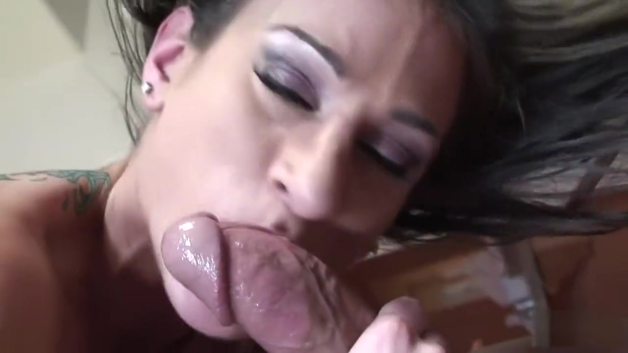 xXx Galleries Sexy asian milf rubbing her hairy pussy