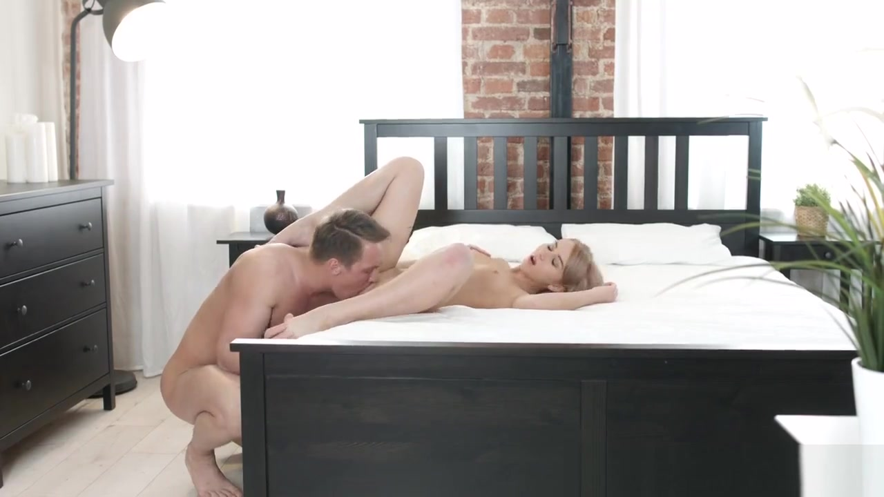 Sexy Video Online hookup how long before asking for phone number
