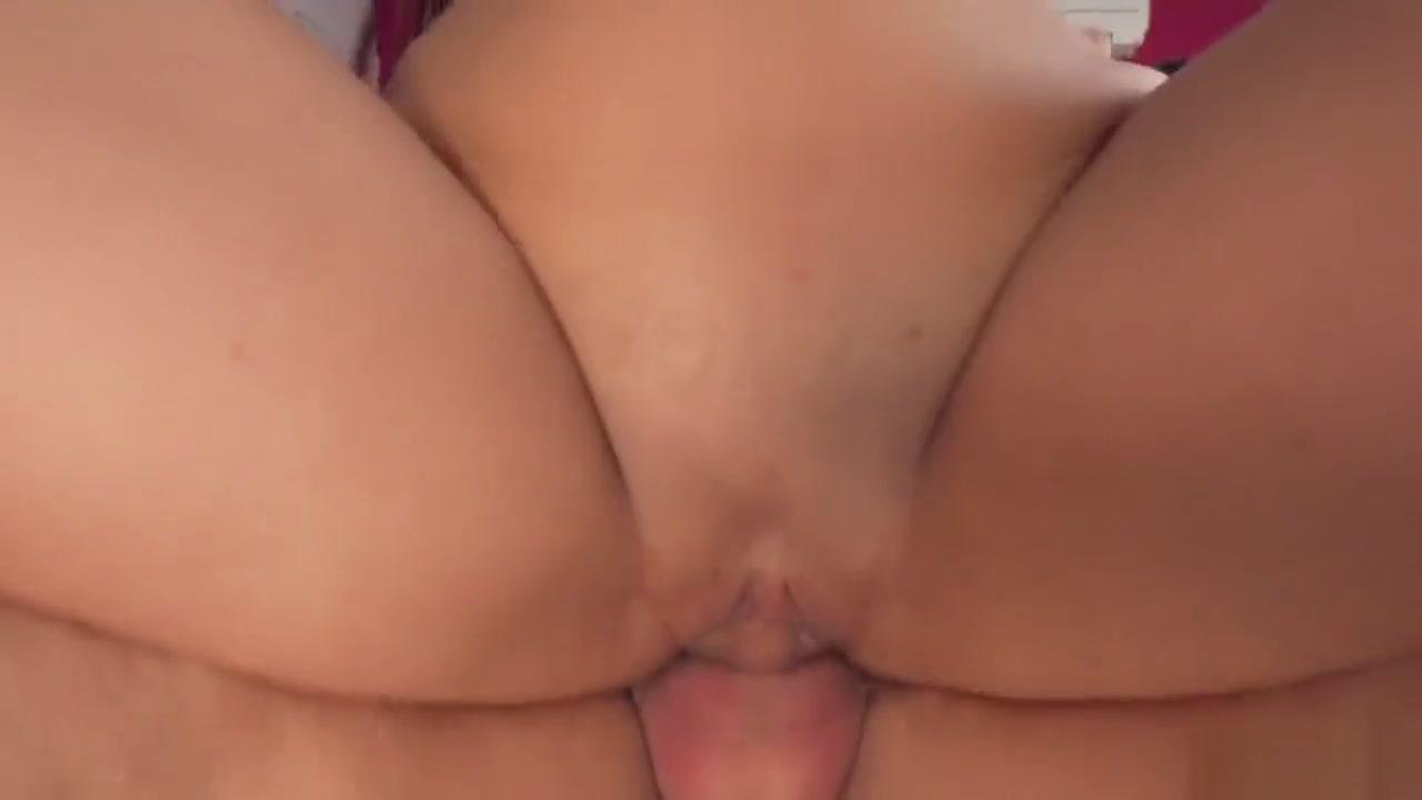 Hot Nude gallery Milf home alone in livingroom masturbating