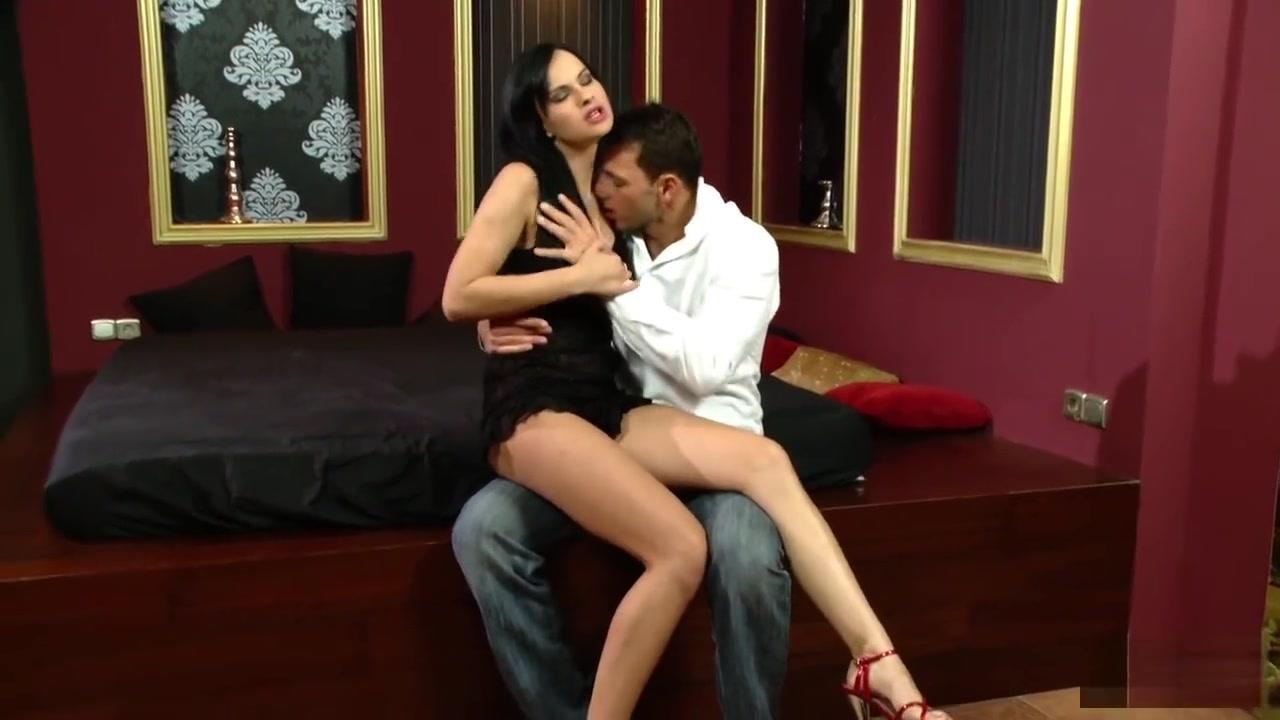 Qadin ayaqqabilari online dating Porn Pics & Movies