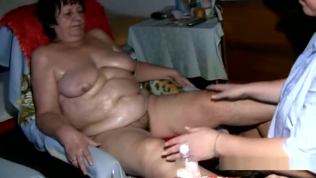 Pornex Granny masturbatian lesbion