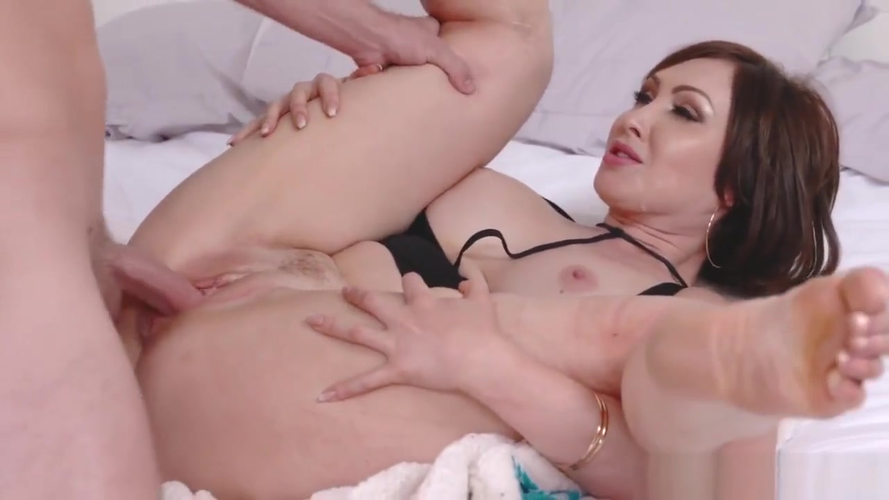 Hot Mom Fucks Her Companions Daughter Auntie To The Rescue